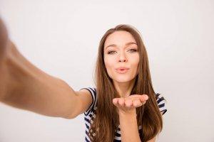 Hogyan gazdagodj meg egy webkamerából? - Mindent a szexkamera oldalakról
